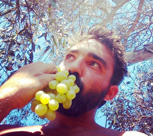 Conor-McMillen-eating-grapes